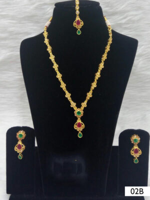 02B Green and Red Diamond Work Necklace Set with Maang Tika